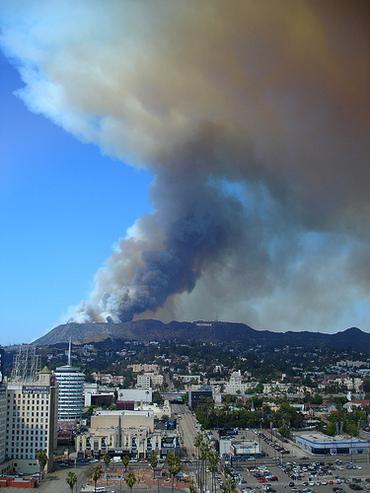 Gigantesco incendio arrasa con los Universal Studios