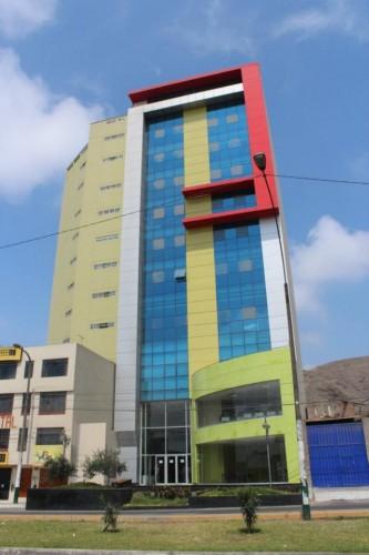 Cineclub Cielo - edificio del Centro de Innovación y Emprendimiento de Los Olivos