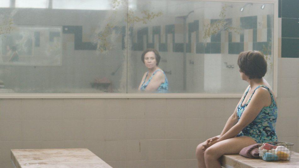 """Adriana Barraza en """"Todo lo demás"""" (2016)."""